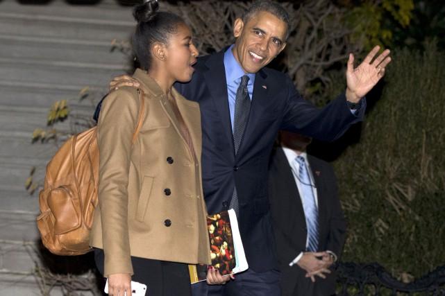Barack Obama et sa fille aînée Sasha avant... (AP, Carolyn Kaster)