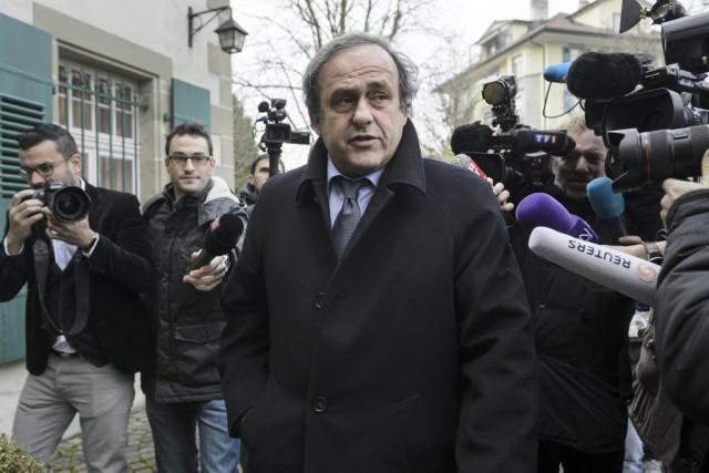 Michel Platini est suspendu temporairement jusqu'au 5janvier et... (PHOTO FABRICE COFFRINI, ARCHIVES AFP)
