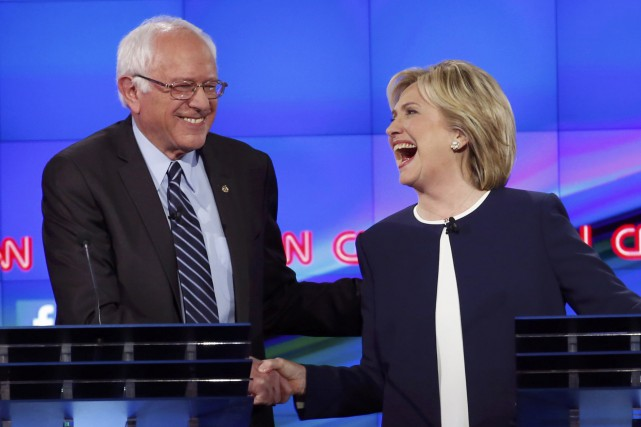 Bernie Sanders et Hillary Clinton.... (PHOTO LUCY NICHOLSON, ARCHIVES REUTERS)