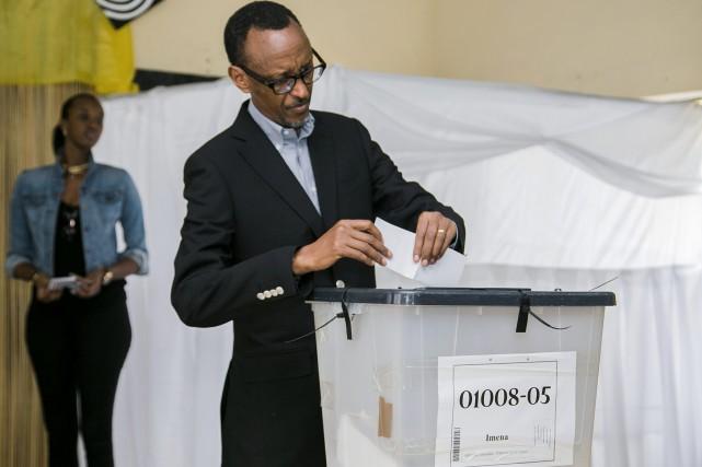 Élu en 2003 et réélu en 2010, avec... (PHOTO CYRIL NDEGEYA, AGENCE FRANCE-PRESSE)