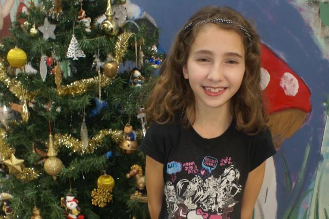 Pour Andréa Lapointe, dix ans, Noël rime avec... (Photo Le Progrès-Dimanche, Mélissa Viau)