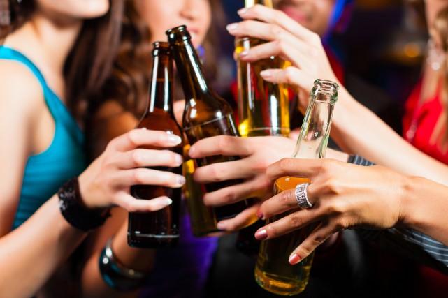 Pourquoi la consommation d'alcool chez les jeunes est-elle plus élevée au... (Photo 123RF)