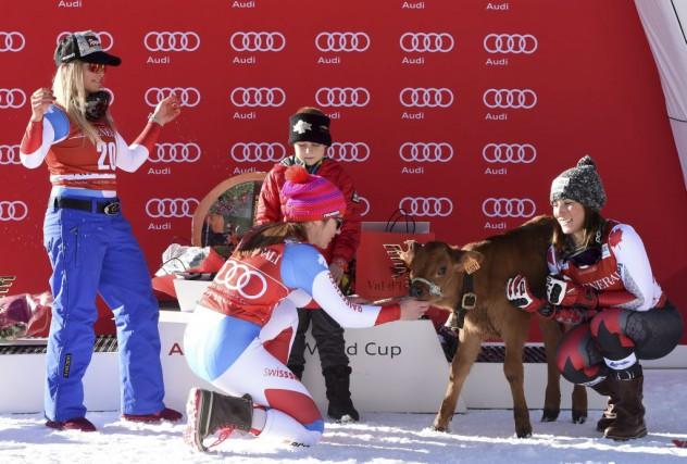 Les Suissesses Lara Gut et Fabienne Suter, ainsi... (AFP, Philippe Desmazes)