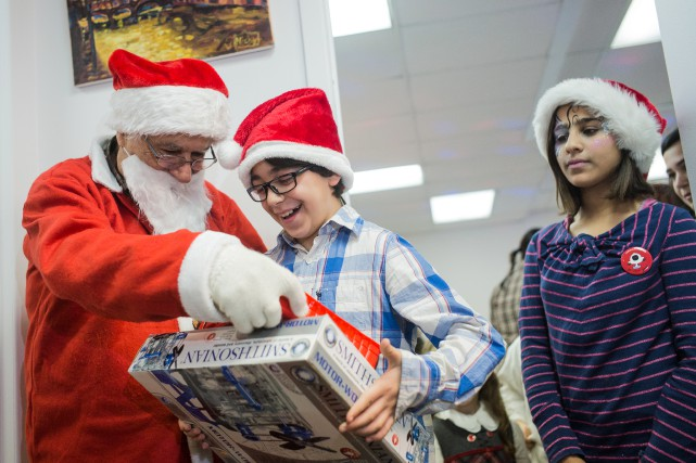 Le père Noël a devancé sa distribution de... (PHOTO EDOUARD PLANTE-FRÉCHETTE, LA PRESSE)