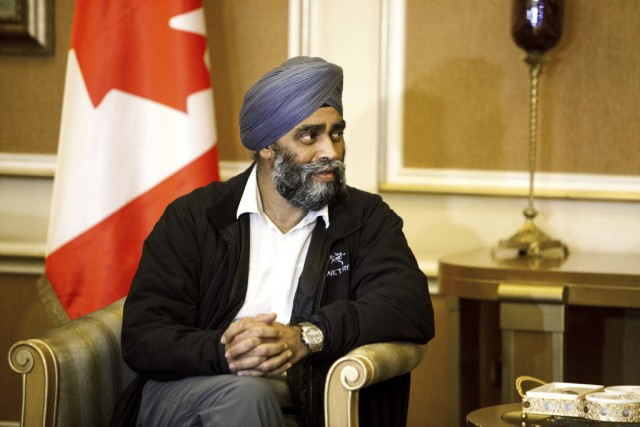 Harjit Sajjan, le ministre de la Défense du Canada.... (Associated Press)