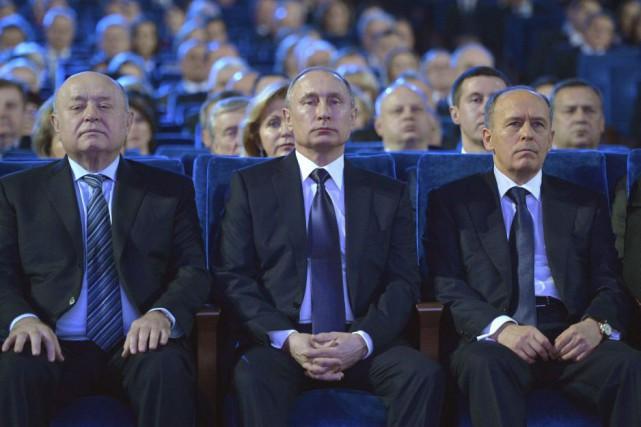 Le président Vladimir Poutine (au centre) assure qu'iln'a... (Alexeï Drouzhinine, AP)