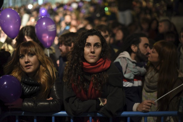 Dans les rues de Madrid, des partisans de... (Pedro Armestre, AFP)