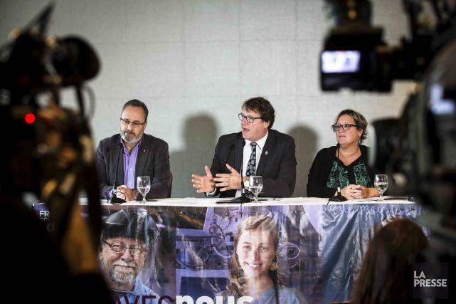 Daniel Boyer (FTQ), Jacques Létourneau (CSN) et Lucie... (La Presse)