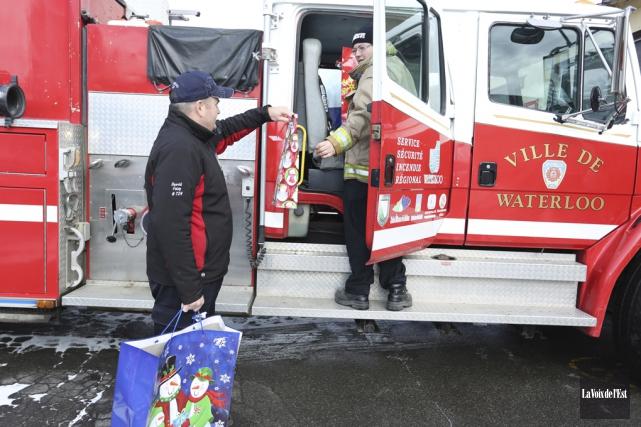 Deux cent quarante-quatre cadeaux ont été livrés aux... (Catherine Trudeau, La Voix de l'Est)