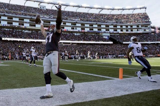 Rob Gronkowski a capté une passe de touché... (Photo Associated Press)