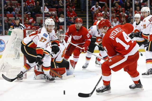 Dylan Larkin et Brad Richards ont marqué à 45 secondes d'intervalle en milieu... (PHOTO AP)