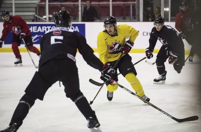 Brayden Point (au centre) est l'un desquatre joueurs... (La Presse Canadienne, Aaron Vincent Elkaim)