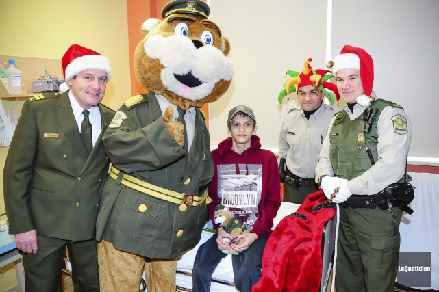 Visite spéciale à l'hôpital d'Alma (Photo Le Quotidien, Gimmy Desbiens)