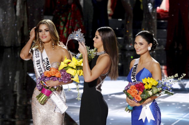 La couronne a été brièvement décernée à Miss... (PHOTO STEVE MARCUS, REUTERS)