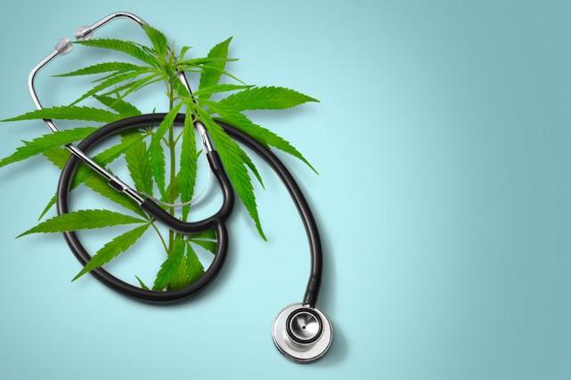 Il commence à fumer de la marijuana vers l'âge de 13 ans, pour l'effet... (Photomontage La Presse)