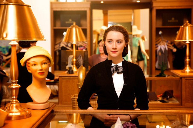 Saoirse Ronan joue le rôle d'Eilis Lacey dans le film... (Photo Kerry Brown/Fox Searchlight via AP)