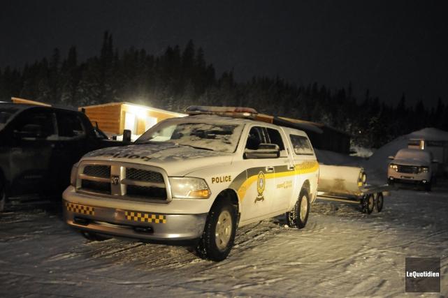 Les policiers ont quitté en motoneige à partir... ((Photo Le Quotidien, Marianne L. St-Gelais))