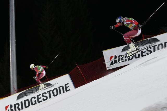 Le Norvégien Kjetil Jansrud (à gauche) a battu... (Photo Marco Trovati, AP)