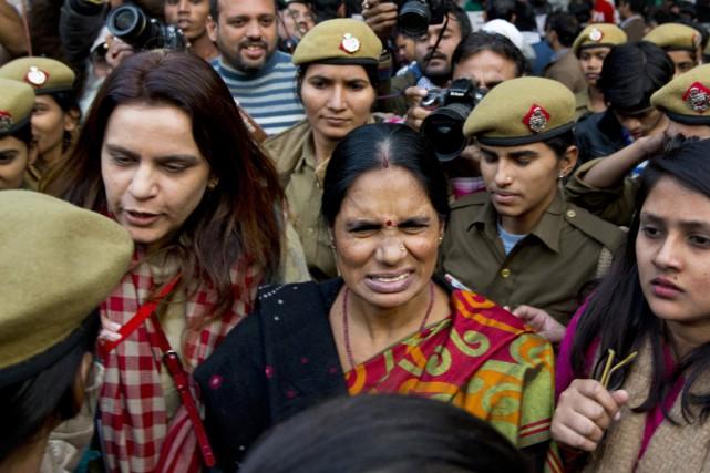 La mère de la victime, Asha Devi (au... (PHOTO SAURABH DAS, AP)