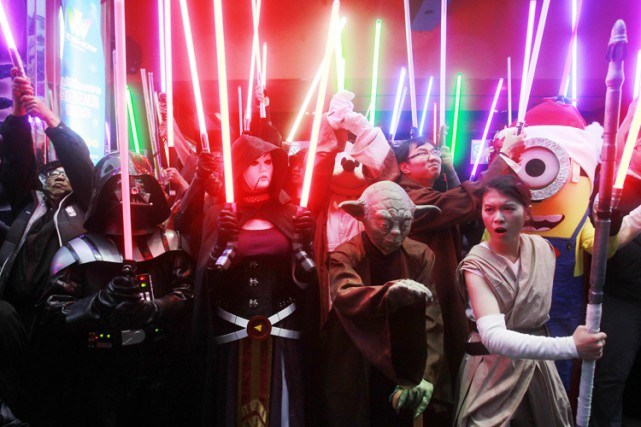 Des fans de Star Wars surexcités avant la... (PHOTO AP)