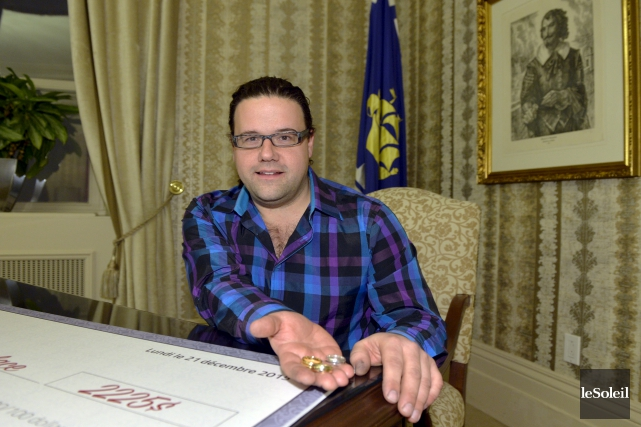Le joaillier de Québec Robert Langlois a remis... (Le Soleil, Pascal Ratthé)