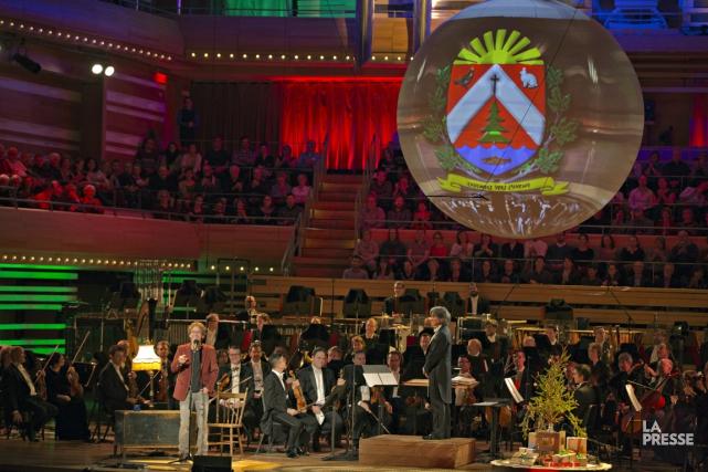 Les armoiries de Saint-Élie-de-Caxton ont orné l'immense boule... (La Presse)