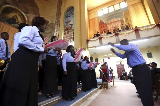 À l'église Saint-François, à Tripoli, la communauté chrétienne,... (AFP, Mahmud Turkia)