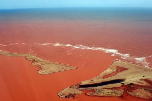 L'effondrement d'un barrage a relâché un torrent de... (Archives AFP)