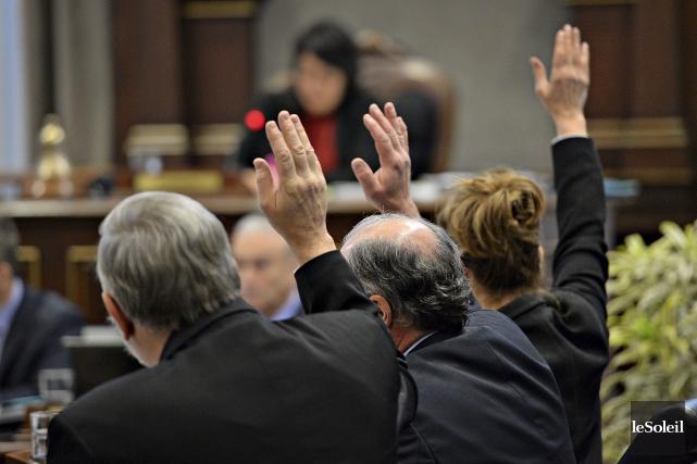 Yvon Bussières,Paul Shoiryet Anne Guérette ont voté mardi... (Le Soleil, Patrice Laroche)