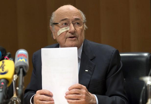 L'année a été longue pour Sepp Blatter et... (AP, Patrick B. Kraemer)