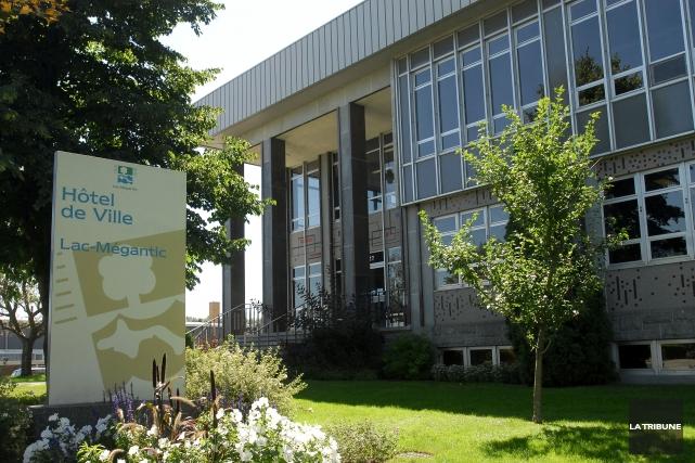 Le nouveau conseil municipal de Lac-Mégantic n'a eu... (Archives, La Tribune)