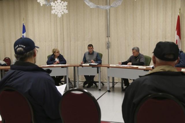 Le conseil municipal de Sainte-Cécile-de-Milton a adopté lundi... (photo Janick Marois)