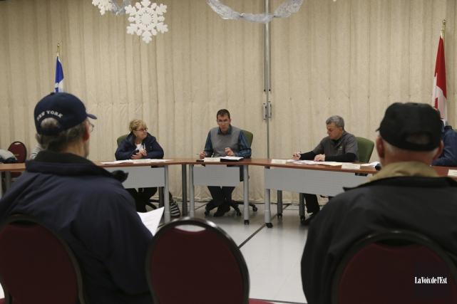 Le conseil municipal de Sainte-Cécile-de-Milton a adopté lundi... (Janick Marois, La Voix de l'Est)