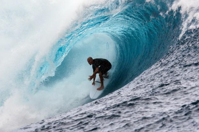 Un surfeur australien a eu la peur de sa vie lorsqu'un requin a bondi sur sa... (PHOTO AFP)