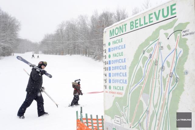 Boulevard René-Lévesque, remonte-pente au mont Bellevue et pont... (Archives, La Tribune)