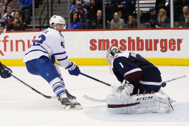 L'attaquant des Maple Leafs Tyler Bozak a déjoué... (Photo David Zalubowski, AP)