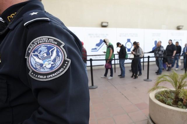 Les arrestations de sans-papiers par la police des frontières américaine près... (Photo AP)