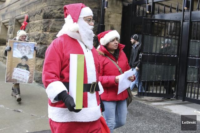 «Ce serait un beau cadeau de Noël si... (Patrick Woodbury, LeDroit)