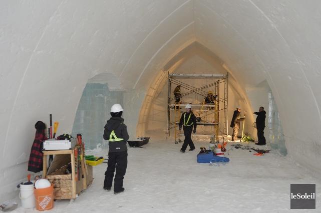 Cette année, la construction de l'Hôtel de Glace... (Le Soleil, Pascal Ratthé)