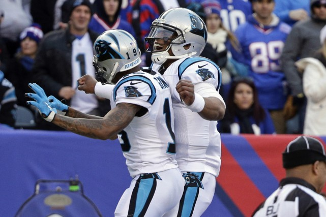 Dix joueurs des Panthers de la Caroline, seule... (Associated Press)