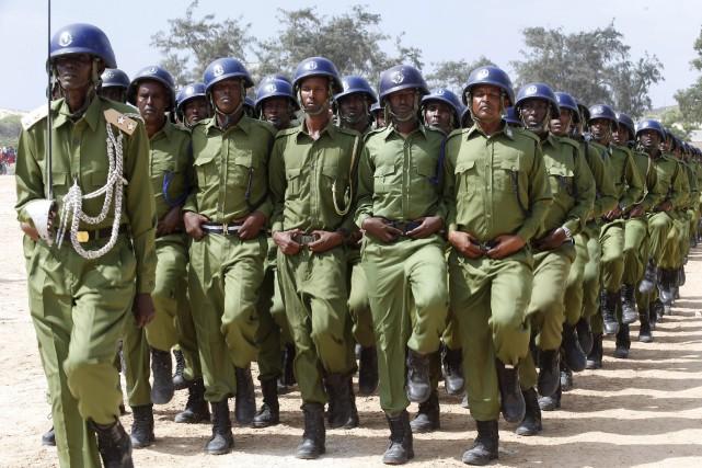 Les policiers paradent àMogadiscio.... (Photo Feisal Omar, Reuters)