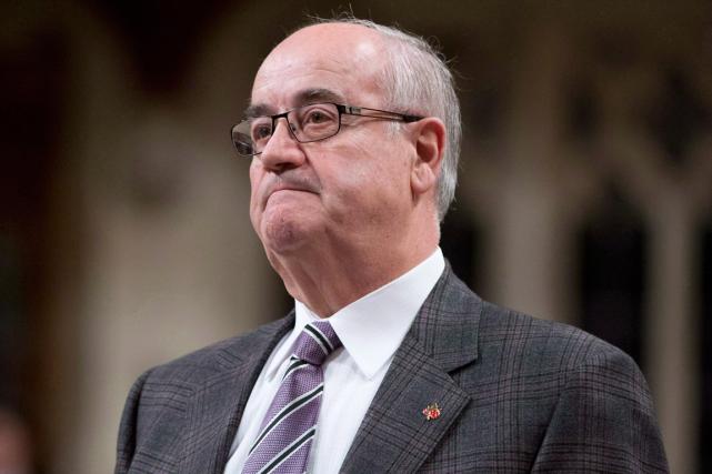 L'ancien ministre des Anciens combattants,Julian Fantino.... (Archives La Presse canadienne, Adrian Wyld)