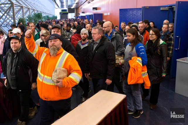Le 8 décembre, des milliers de cols bleus... (Photo Patrick Sanfaçon, archives La Presse)