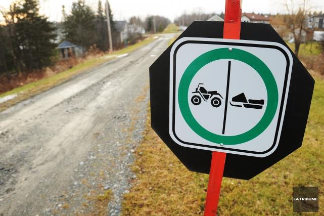Les motoneigistes de la région ne voient pas le jour où ils pourront s'élancer... (Archives La Tribune)