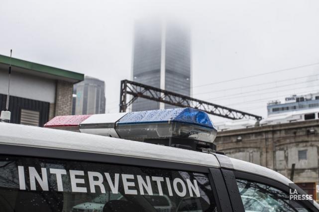 Un piéton a perdu la vie après avoir été happé par un véhicule sur le boulevard... (PHOTO OLIVIER PONTBRIAND, LA PRESSE)