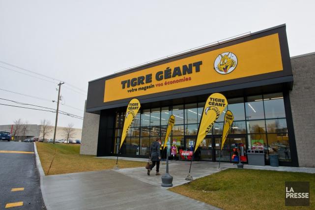 Un homme menaçant a été arrêté alors qu'il se tenait près du magasin Tigre... (Spectre Média, Jessica Garneau)