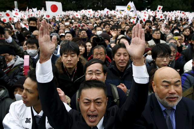 Quelque 23 000 citoyens Japonais ont afflué mercredi... (Photo Reuters)