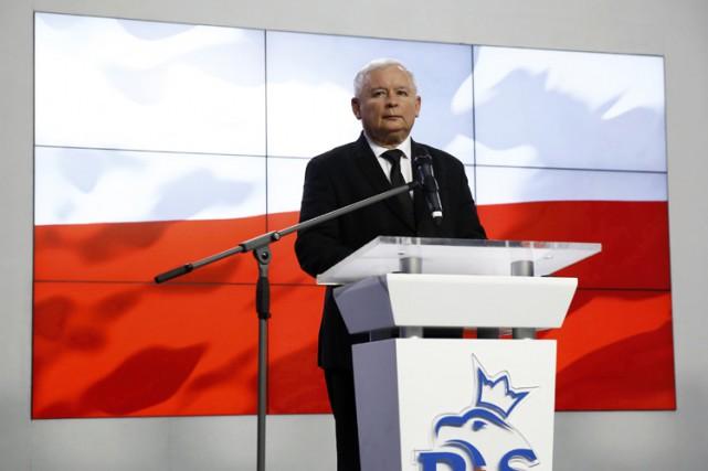 Jaroslaw Kaczynski, président du parti conservateur au pouvoirDroit... (PHOTO REUTERS)