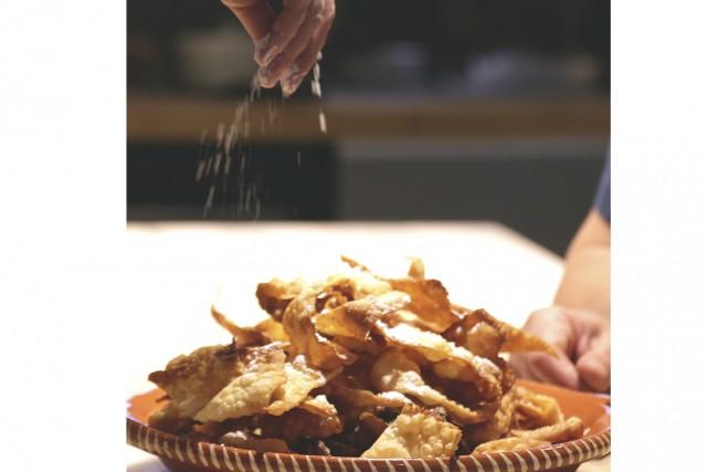 Moreno Tomei et sa recette de cenci.... (Photo Catherine Trudeau)