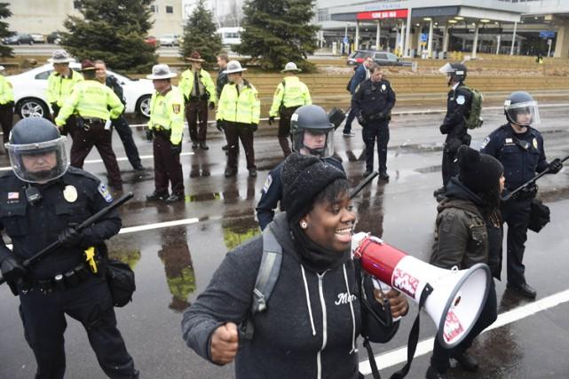 Les participants à la manifestation ont scandé des... (PHOTO AP)